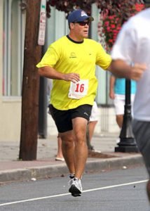 The Main Street Mile will benefit the foundation founded by Hockey Hall of Famer Pat LaFontaine, shown in last year's race.